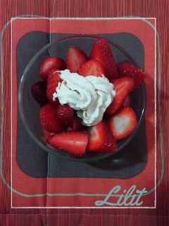 summer food strawberry