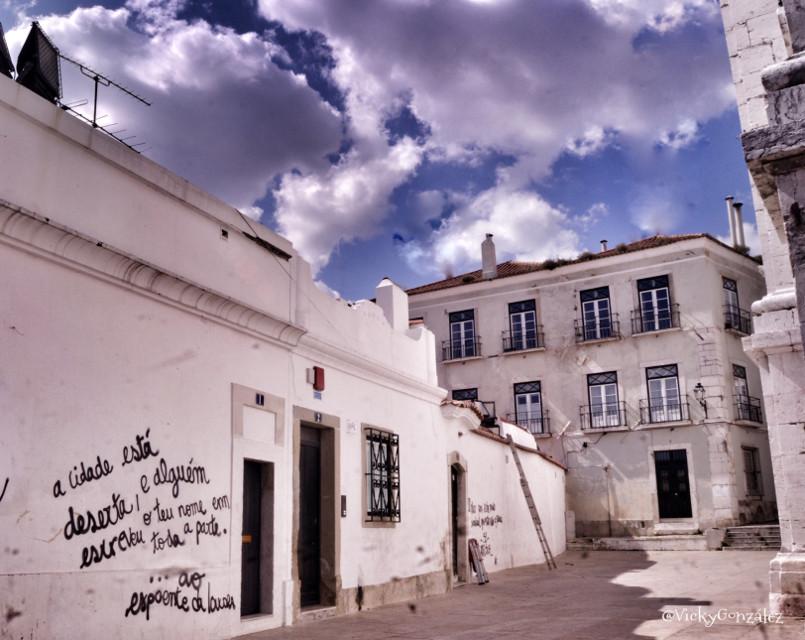 Barrio de Alfama Lisboa #travel #photography #street art