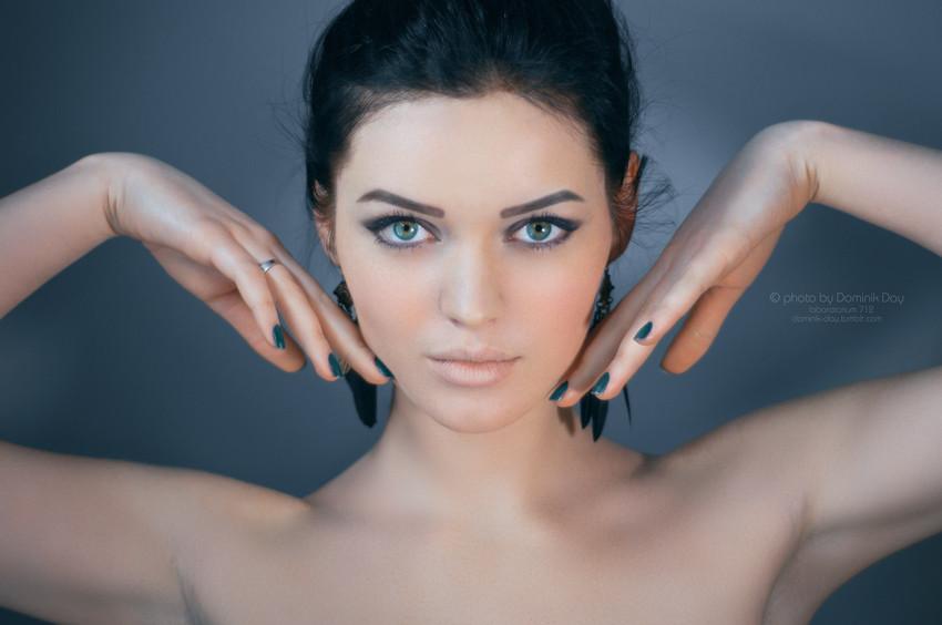 Darina Black #girl #portrait #brunette #beautiful #cute #pretty #colorful #hair #makeup #blue #perfect #amazing #photography #beauty #eyes #lips