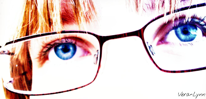 #me #artistic #art  #effect #halftone #overexposed #bright  #white #red #black #glasses #blue  #eyes #portrait  #half  #face #people #color  #emotions #emotion   #selfie  #artisticselfie #photography #close-up  #zoom