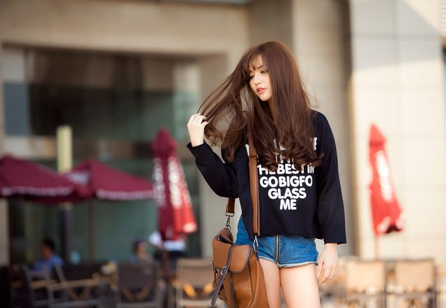Are you loving anyone ?  😄😍😘😚😙  Good evening.    #bichphuong #streetstyle