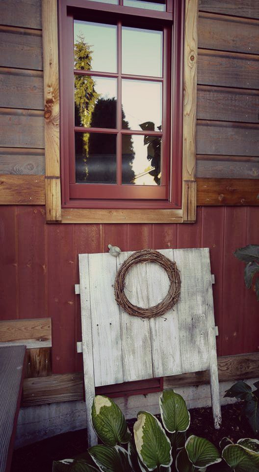 Snohomish   #circle #vintage #window #nest #colorful #photography  #pnw