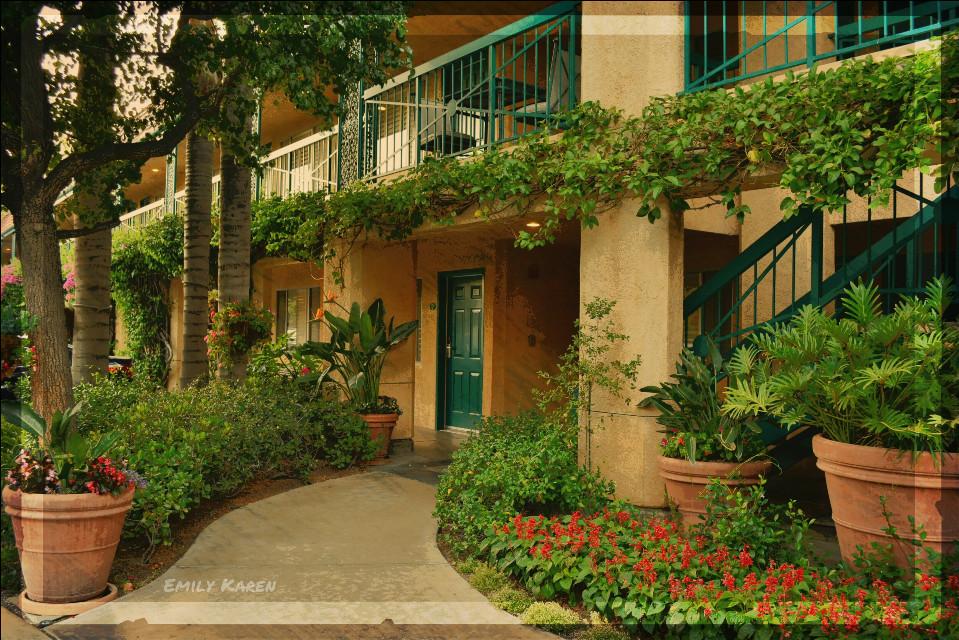 A pleasant little inn. :) #colorful #photography